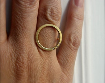 Ring O in 18kt gold with 3 diamonds