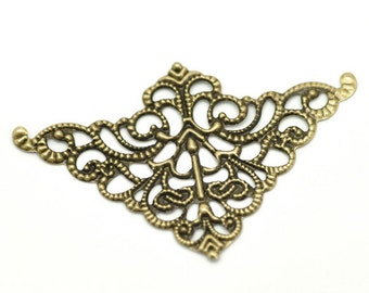 20 Brass Vintage Style Filigree Flat Metal Findings, Triangle Filigree, FIL0018a