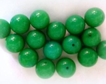 GREEN JADE BEADS - 12 mm - 16 Beads