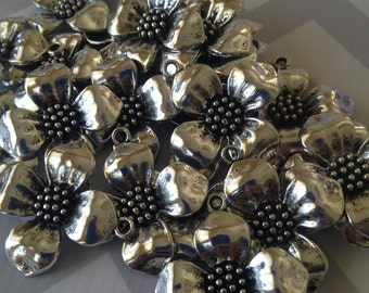 Daisy flower charm - 10 pieces