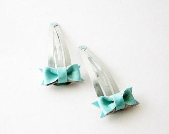 Mint blue hair bow clip, toddler hair bow snap clip, baby hair bow, light blue hairbow, light blue leather bow, cute baby hair bow clip