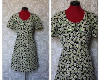 Vintage 1960's 70's A Line Mod Mini Dress Daisy Print M/L