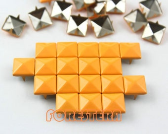 200Pcs 10mm Bright Orange Color PYRAMID Studs (CP-2007-10)