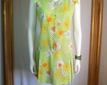 CLEARANCE Vintage 1970's Sears Green Checkered & Daffodil Print Romper  - Size 8