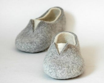 Felted slippers Women home shoes Grey White Natural Women slippers Eco fashion Traditional felt 100% wool Women winter shoes Woolen Clogs