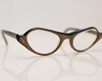1960s Cateye Glasses: Twisting up a Classic Cateye