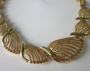 Vintage Striking NAPIER Goldtone, Graduated Rope Link Collar Necklace