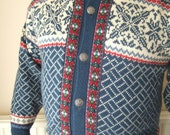 "Vintage Mens Nordic cardigan / blue red & white wool knit jumper or sweater / XXXL 50"" chest - StellaRoseVintage"