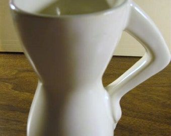 Coffee Cup w Arm on Hip for Handle 050713