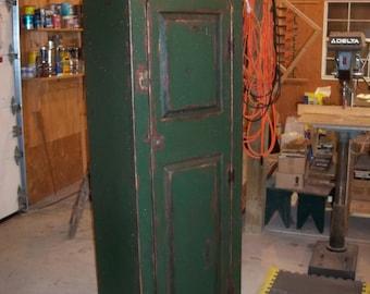 Missouri Bonnet Cupboard