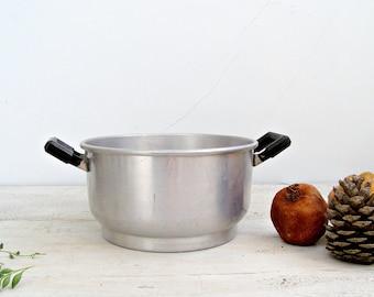 Farmhouse Aluminum Strainer ,Retro Kitchenware, Kitchen display, Country Kitchen, metal planter, garden decor, Rustic kitchen