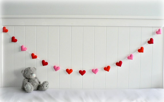 Felt heart banner/ garland/ bunting - Orange, Red, Pink - birthday decor - bedroom decor - MADE TO ORDER