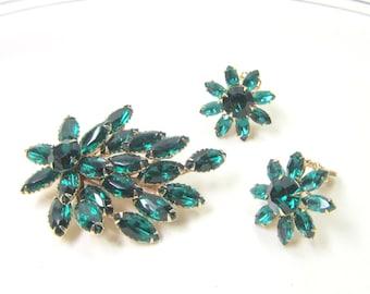 Mid Century Jewelry Pin Earrings Set Green Brooch Pin Earrings Emerald Green Jewelry Vintage Jewelry Cyrstal Jewelry Chech Glass