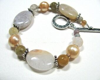 Pastel colors, Agate and Fresh Water Pearls,  beaded bracelet, gemstones 060