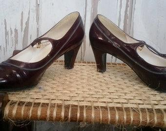 Vintage Brown Leather Mary Jane Shoes With Kitten Heels - Preppy Foot Wear, Elegant Shoes, Vintage English Brown Leather Heels, Preppy Pumps