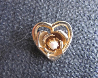 Vintage Heart Pin In Gold Metal SHIPS FREE