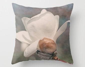 Decorative Throw Pillow Cover White Magnolia Blue Purple Feminine Flower Floral Shabby Chic Cottage Decor Custom Photo Case Home Bedroom