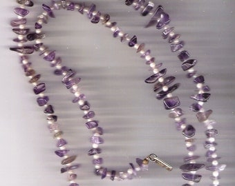 DAUPLAISE Necklace Pearls between Violet and Purple Chips