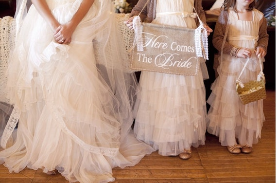 Here Comes The Bride, Burlap Banner, Burlap Here Comes The Bride, Rustic Wedding, Burlap Wedding, Rustic Burlap Banner, Burlap and Lace