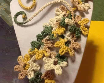 Daisy Counrty Sage Ombré Handmade Crochet Necklace
