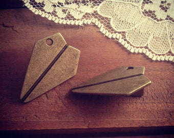 4 - Paper Airplane Charms, Antique Bronze, Aviator, Vintage Jewelry Supplies Fly A005
