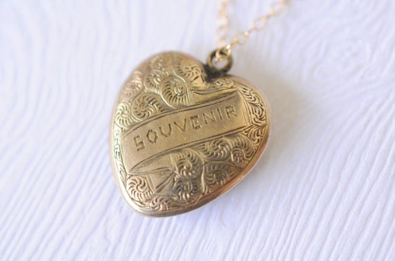 1900s Victorian / Antique mourning photo locket // SOUVENIR