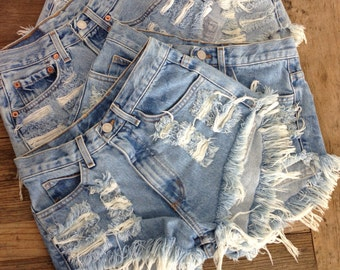 Vintage Classic High Waisted Denim Shorts M