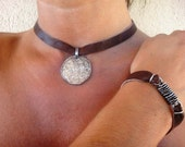Discount : before 23 USD ... (leather choker Pequeña luna)