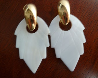 Simple and Elegant Vintage Golden  Earrings Dangle Stud Natural White Cream Shell Leaf Fashion Ready to Ship
