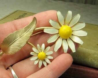 Vintage Enamel Daisy Flower Brooch