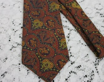 Vintage 1970s Mens Tie Paisley Burgundy and Gold