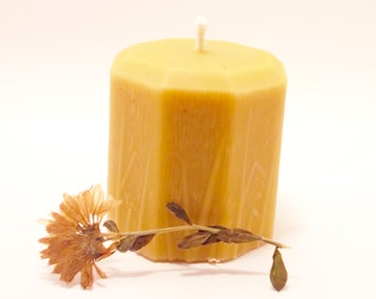 Beeswax Candle - Small Flower And Leaves Beeswax Candle (BURNS FOR 20 HOURS)