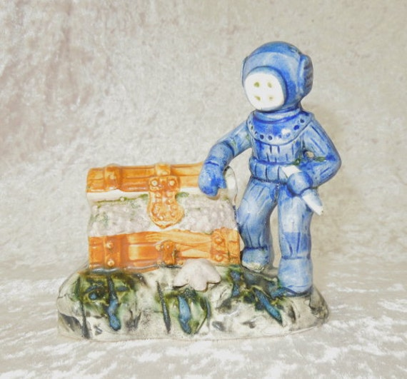 Vintage aquarium scuba diver treasure chest aerator bubble for Aquarium scuba diver decoration