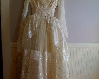 Princess Wedding Gown 1950's Organza and Tulle Wedding Gown with Amazing Train / Size Extra Small 0-2 /