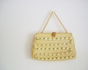 Vintage 60s floral purse/ light pastel lemon yellow color/ gold tone frame/ spring accessory/ doubles as clutch