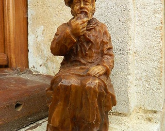 Statuette of an old man smoking a pipe