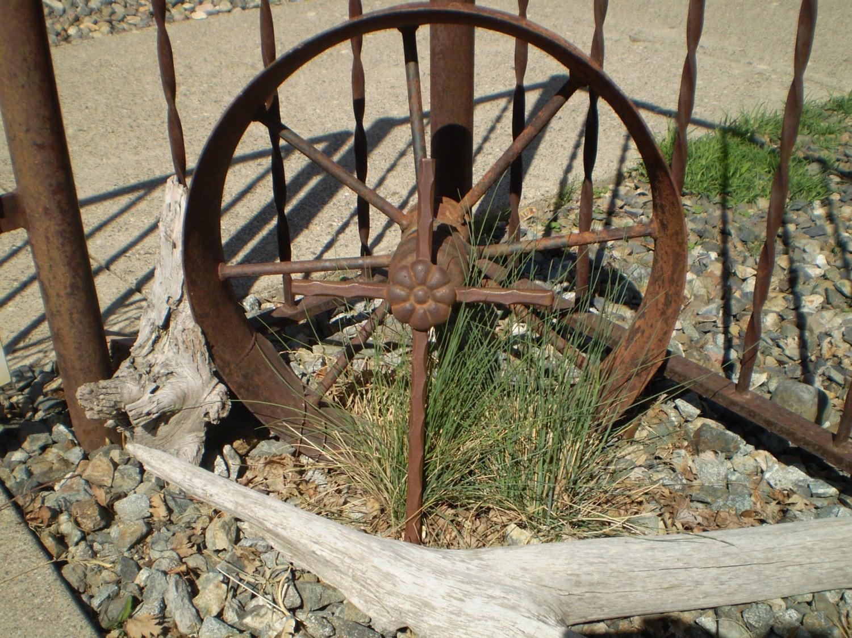 Rustic metal cross home decor garden patio indoor for Daylight designs metal garden art