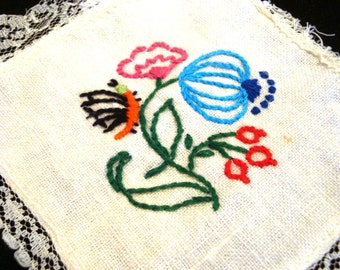 Vintage Embroidered Coasters - Set of 4 Coasters - Mexican Embroidered Doilies - Cotton Doilies - Hand Embroidered Coasters