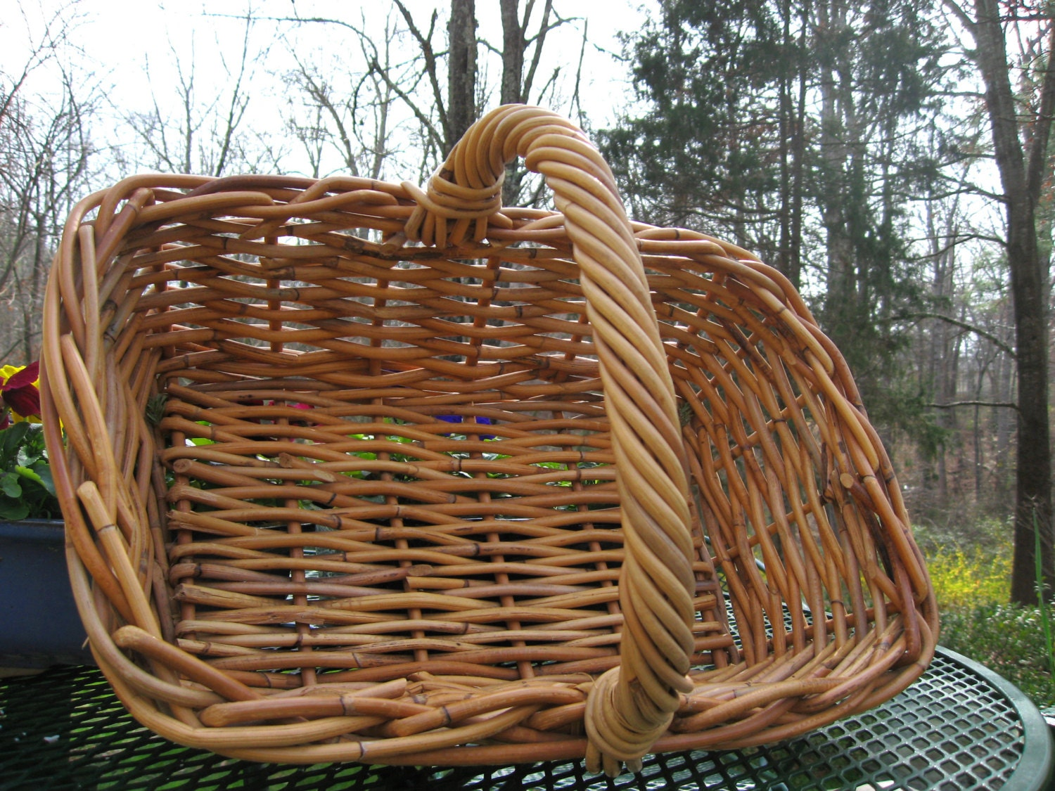 large vintage wicker basket with handle light brown. Black Bedroom Furniture Sets. Home Design Ideas