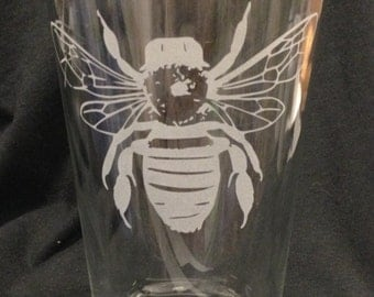 Bumblebee bee Etched Beer  Pint Glass