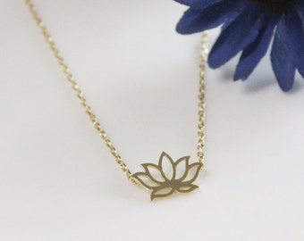 Lotus flower necklace in gold