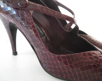 vintage. PUMPS. heels. LEATHER. snakeskin. PLUM. 1980s. Size 8.