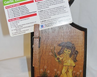 Recipe Card Holder 1960s Girl Daisies Wood Clip Recipe or Note Clip Holder Message Center