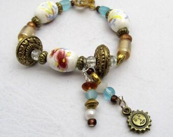 White & Blue Flower Bracelet Goldtone Sun Dangle Charm Bead Bracelet Toggle Clasp