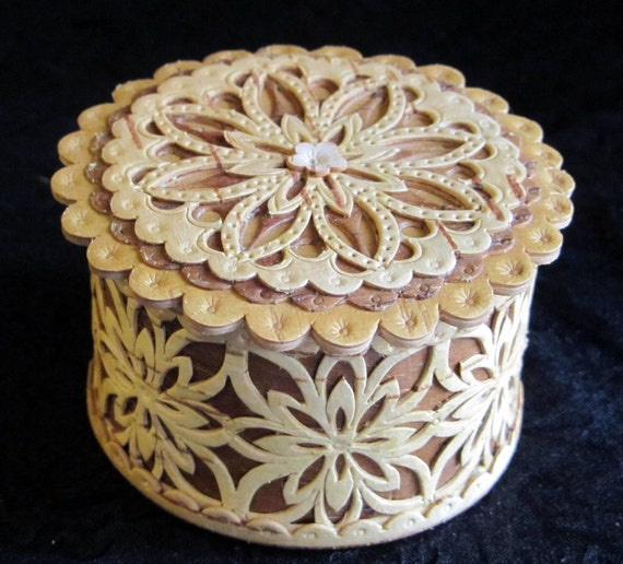 Small Birch Bark Rings Boxs. Eco friendly-- It is 100% natural product.