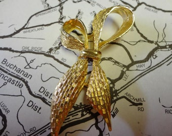 Vintage Gold Bow Brooch Signed Gerry's