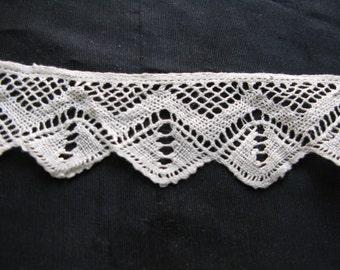 Scalloped Lace Trim Ivory Victorian Antique Bobbin Lace