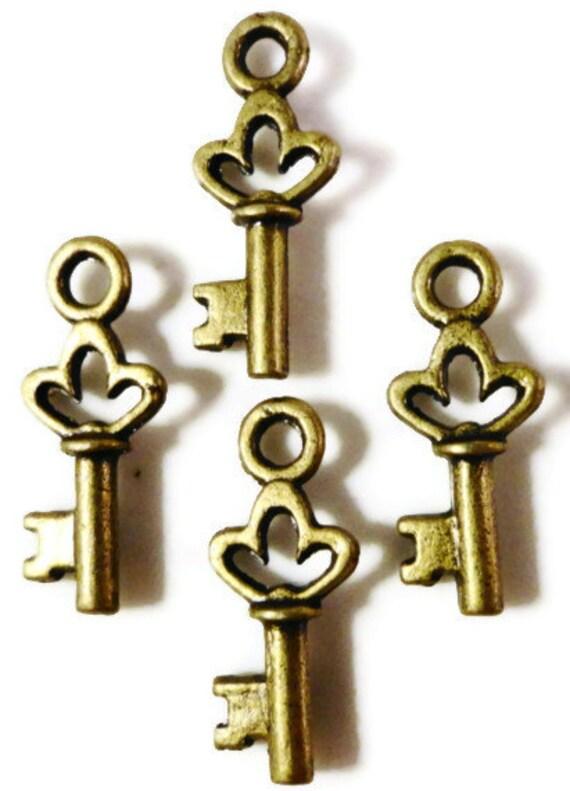 Bronze Key Charms 18x7mm Antique Brass Key Charms Small Key Drops Skeleton Key Pendants Jewelry Making Charm Bracelet Wedding Favors 16pcs