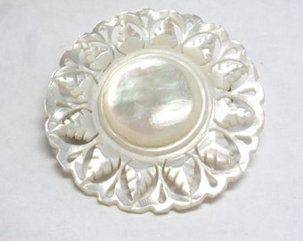 Delicate Round Mother of Pearl Brooch Pin