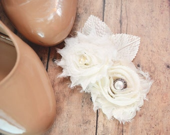 Wedding Hair Piece, Romantic Vintage Style Wedding Hair Flower in Ivory Chiffon and Pearl Accents Bridal Hair Clip